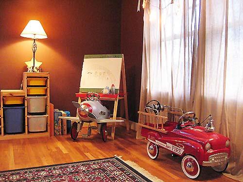 много игрушек детской комнате
