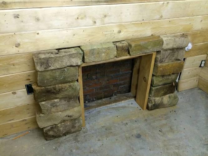 Искусственный камин в подвале