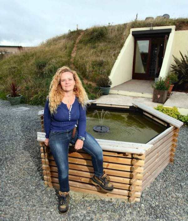 Женщина нашла бункер, которому 70 лет и вот, что она с ним сделала