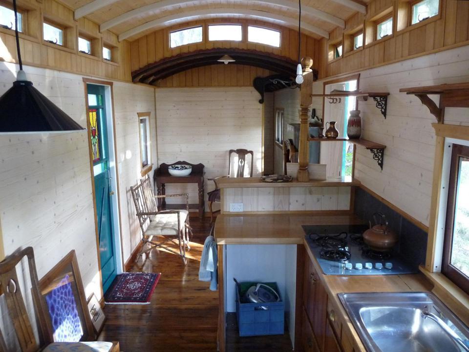 домик из старого жд вагончика