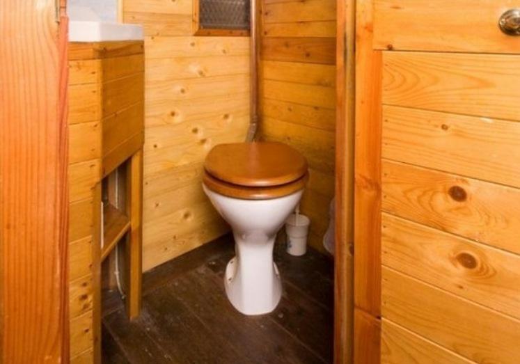 Дом из вагона туалет