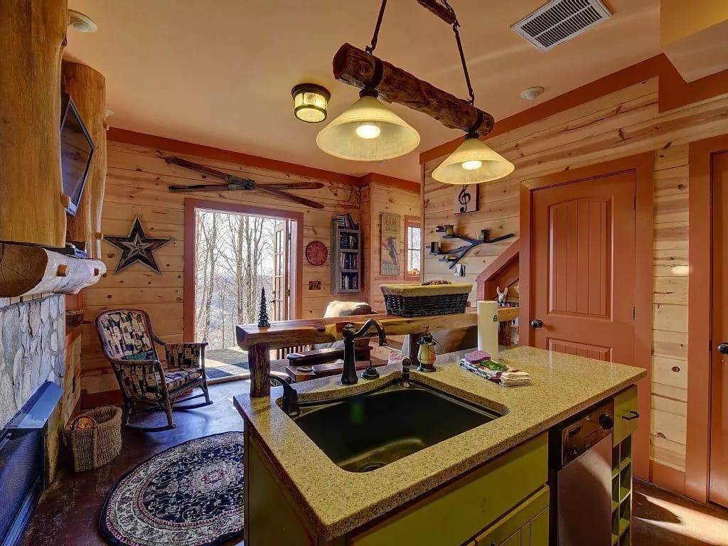 Маленький дом гостинная с кухней