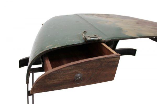 стол из старого джипа