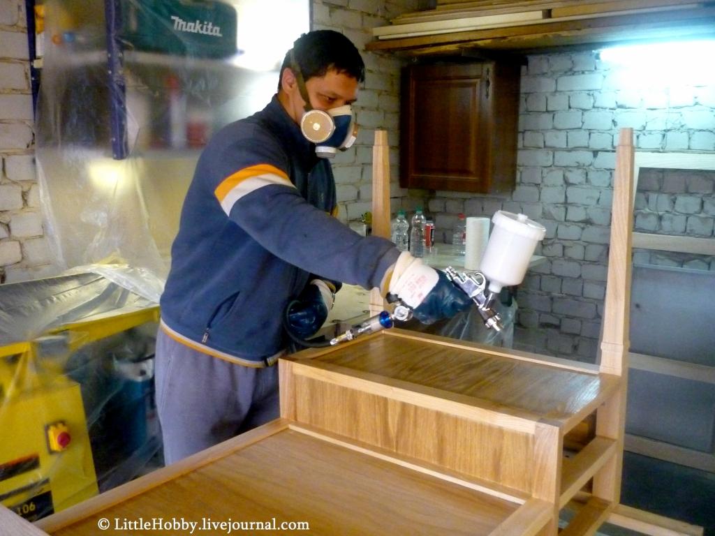 самодельный стол покрытие лаком
