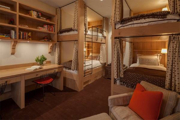 красивая кровать в два яруса