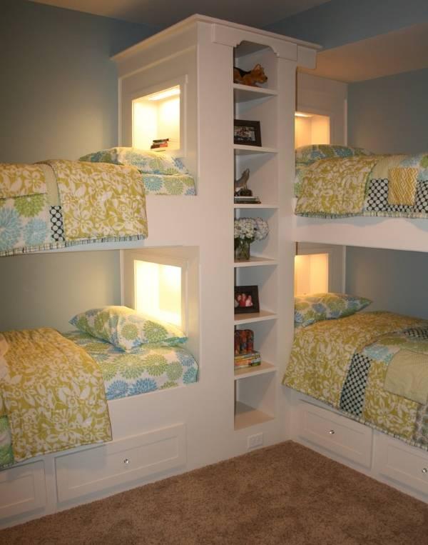 детская комната с двухъярусными кроватями